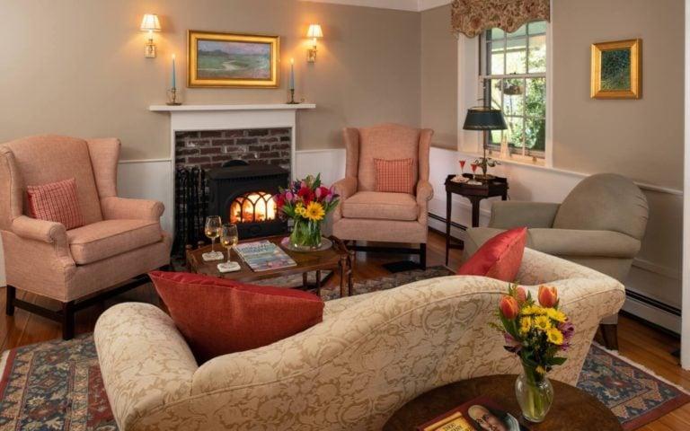 Candleberry Inn lving room